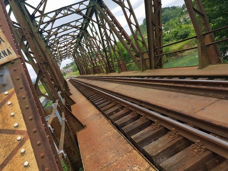 zelezniski-most-prvacina-800x600